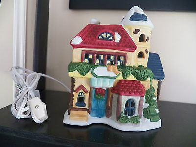 """7.5"""" Christmas Holiday Collection ~ Lighted Porcelain Village House with box"""