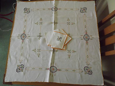 Pretty Vintage Hand Embroidered Linen Tablecloth And 6 Napkins