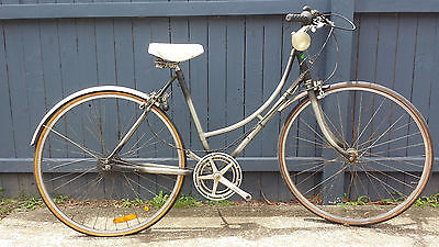 Vintage ladies malvern star 2 star bicycle