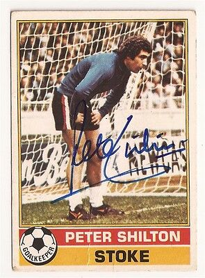 Peter Shilton Stoke City TOPPS 1977 Red Back Trade Card Autograph NR