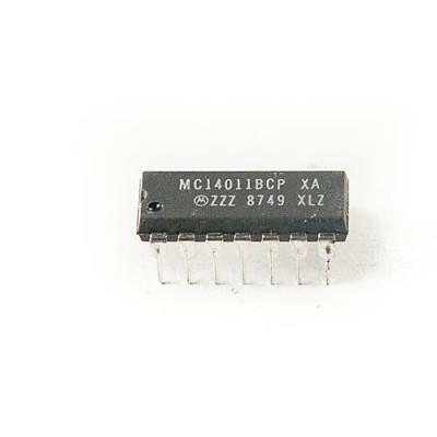 5 x ON Semiconductor MC14011BCP, Quad 2 i/p NAND gate DIP14