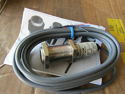 Photoelectric Sensor Diffuse 0.3m Infrared LED Barrel Pre-Wired Cable 3146042