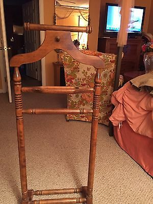Ethan Allen Old Tavern Pine Clothes Tree Valet Vintage Wardrobe Stand Suit Rack