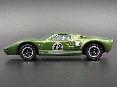 Ford GT-40 GREEN RARE 1:64 COLLECTIBLE DIORAMA DIECAST MODEL CAR
