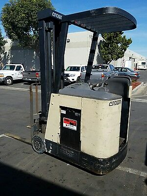 Crown Model RC3020-30  Capacity 3000lbs Great Docker Electric Forklift!!!!