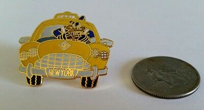 Warner Bros. Looney Tunes Daffy Duck NYC Taxi Driver Lapel Pin