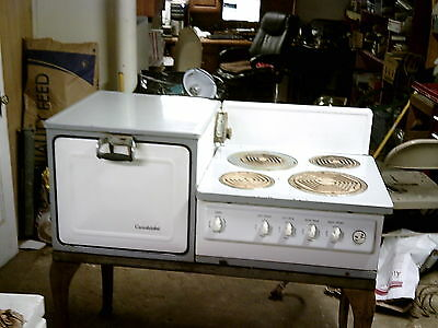 VINTAGE 1930's ELECTRIC STOVE with PORCELIN BURNERS and SIDE OVEN