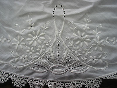 "Vintage Hand Crochet Edges & Embroidery TableCloth 37""RD White, Chabby,Victorian"