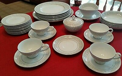 """IMPERIAL CHINA"" ""W DALTON"" ""WHITNEY"" LOT of 30 PIECES 3 SERVING PCS. EXC COND."