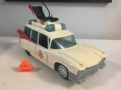 VINTAGE KENNER 1984 THE REAL GHOSTBUSTERS ECTO-1 With Ghost, Claw And Chair!!