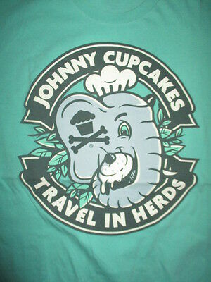 """JOHNNY - CUPCAKES """"Travel in Herds"""" BAKED - BOSTON, MA (LG) T-Shirt ELEPHANT"""
