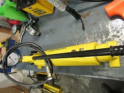 USED Hydraulic Hand Pump 2 spd with Pressure Gauge (10000 psi - 165 in3) B-700AB