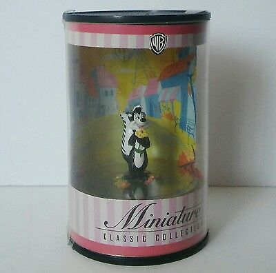 Warner Brothers Bros Miniature Classic Collection Pepe Le Pew Figure 1999