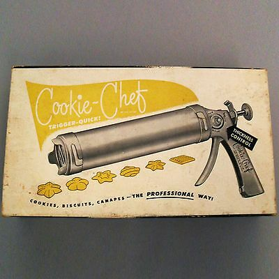 Vintage Cookie-Chef Trigger Quick Model Cookie Gun 7 Discs 3 Frosting Tips