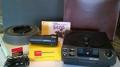 KODAK 5400 CAROUSEL Slide Projector w/ leather Case, Remote,Slide Tray, Zoom len