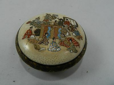 Small Satsuma Japanese box Signed Meiji era