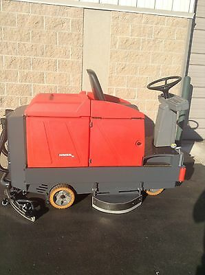 POWERBOSS POWER BOSS ADMIRAL 36 RIDE ON FLOOR SCRUBBER With Charger