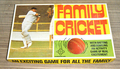 Vintage c1975 Holdson Family Cricket Board Game