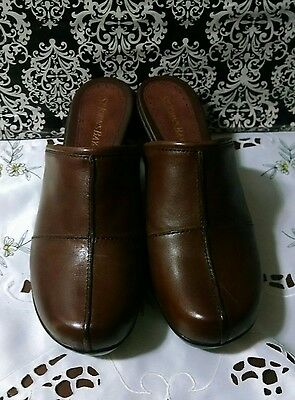 NWOB...St. John's Bay size 9 M brown leather shoes