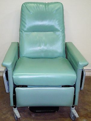 Champion 56 Series Bariatric Patient Recliner Medical Dialysis Chair