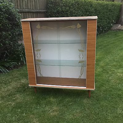 VINTAGE RETRO 1950s DISPLAY CABINET BEAUTIFUL CONDITION DELIVERY AVAILABLE