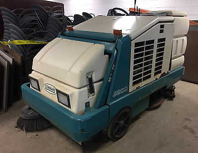 Tennant 8200 Sweeper Scrubber Only 543 Hours