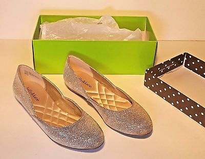 Women's Gold Glitter Close Toe Pump Shoes Size  7 1/2 (worn only once)