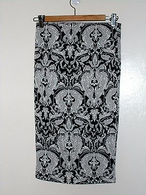Black & White Floral Stretch Knit Pencil Skirt Size Medium New Without Tags