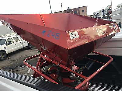 Lely 1250 Fertilizer Spreader Excellent condition PTO Tractor Can Ship.