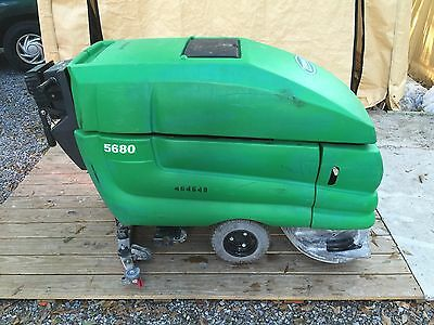 "Tennant 5680 Refurbished floor scrubber 28"" Walk behind 117 hours only!"