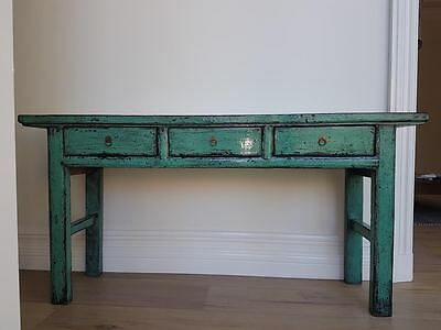 Asian style table, 3 drawers, lacquered, stunning color