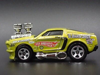 1968 Ford Mustang RARE 1/64 LIMITED DIECAST COLLECTIBLE DIORAMA MODEL CAR