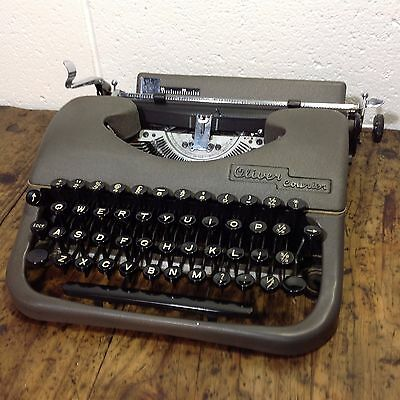 Vintage Oliver Courier Typewriter Excellent Working Condition