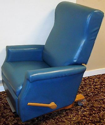 La-Z-Boy Medical Dialysis Patient Recliner Chair and Transport w/ 2 Handles