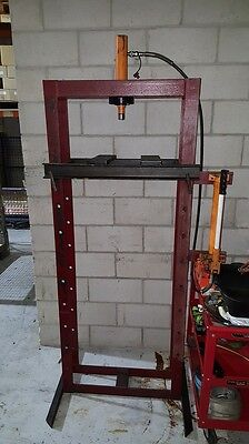 Professional Level Floor Stand Hydraulic Workshop Press 5T NOT Bottle Jack Style