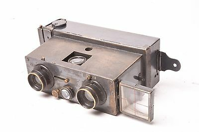 Verascope stereo camera by Jules Richard. Format 45x107 mm.