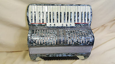 "Titano Accordion ~ 3/4 Reeds - 120 Bass ~ 19"" Keyboard ~ Plays Great"