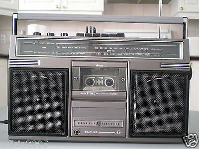 Vintage General Electric Boombox / portable AM/FM Radio Cassette, model 3-5252D