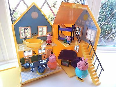 Peppa Pig Deluxe Play House With 4 Figures And Accessories