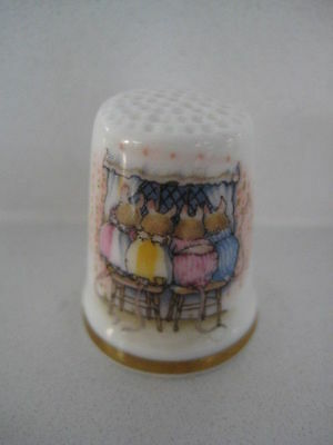 Royal Doulton Brambly Hedge Winter The Little Children Thimble Snowy Window