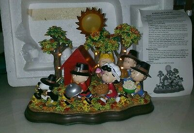 "Nice Danbury Mint Peanuts ""a Time To Give Thanks "" Lighted Sculpture Scene"