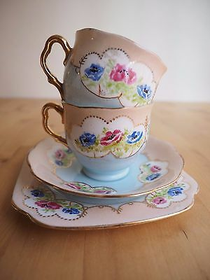 """Gorgeous """"Royal Albert"""" Set of 2 Cup & 2 Saucers. Good Condition!"""