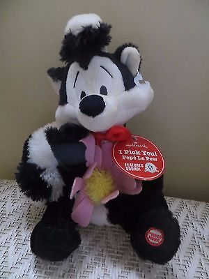 NWT  HALLMARK Stuffed Plush PEPE LE PEW Skunk / Talking Voice Looney Toons /NEW