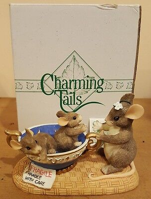 Charming Tails Fragile handle with care 89/601