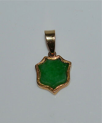 Vintage Chinese 18 Kt Gold and Natural Jadeite Jade Pendant