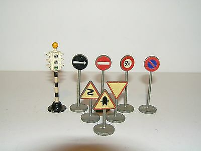 Vintage  Dinky Toys , Meccano Road / Traffic Signs Etc. Lot Of 8
