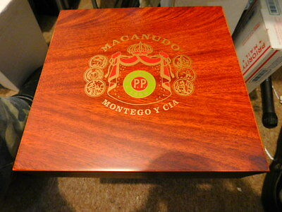 MACANUDO HUMIDOR  Desk-Top with nice Extras >> Great Gift!  MACANUDO>>>>> LOOK!