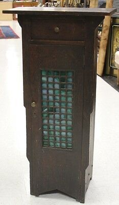 ARTS AND CRAFTS OAK STAIN GLASS CABINET Lot 6003