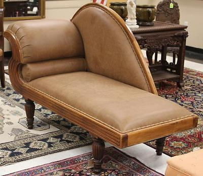 VICTORIAN CARVED MAHOGANY SETTEE Lot 6017