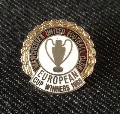 Vintage MANCHESTER UNITED European Cup Champions 1968 Football Badge